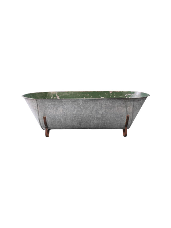 large vintage bathtub.jpg